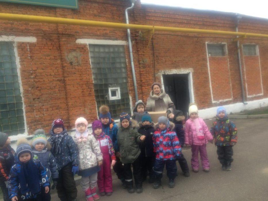 Экскурсия старшей логопедической группы №4 на фабрику ёлочных украшений