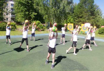 В рамках Акции «Здоровье – твоё богатство» в лагере МДОУ ДС №21 «РАДУГА» прошли спортивные соревнования «Весёлые старты».