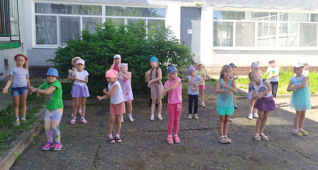 Каждый день в МДОУ «РАДУГА» проходят весёлые дискотеки